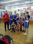 команда боксеров с тренером перед соревнованиями